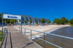 DER RUEGENMAKLER - Schiffsanleger und Strand in Dranske