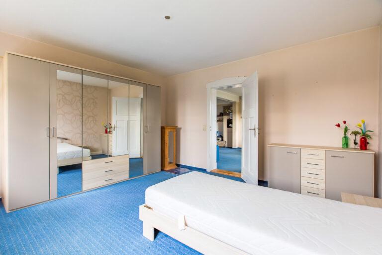 Wohnung EG rechts - Schlafzimmer