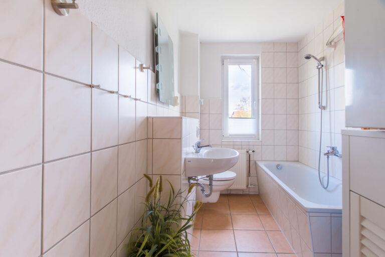 Wohnung OG rechts - Badezimmer